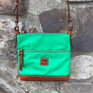 💚 Dooney & Bourke crossbody purse